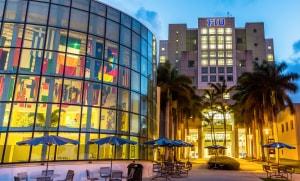 Florida International University - Tọa lạc tại Thành phố du lịch biển nổi tiếng Miami