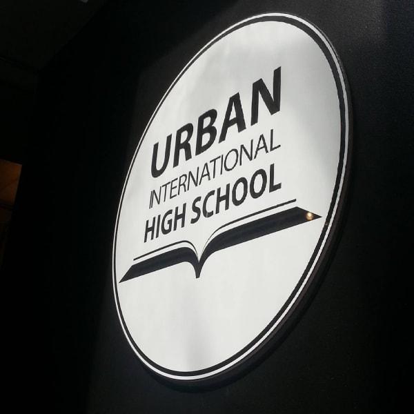 Du học THPT tại Canada: Nên chọn Trường Công hay Trường Tư?